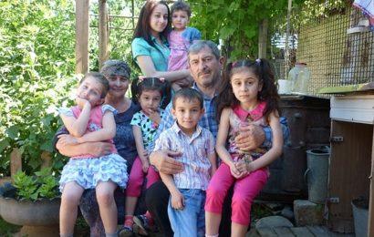Семья Улубековых из села Гапцах стала победителем Всероссийского конкурса «Семья года — 2016» в номинации «Семья — хранитель традиций»